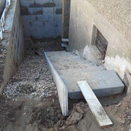 Abriss eines Kellereingangs und Neuaufbau