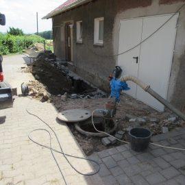 Verfüllen eines Mistfalls und Erweiterung einer Hoffläche